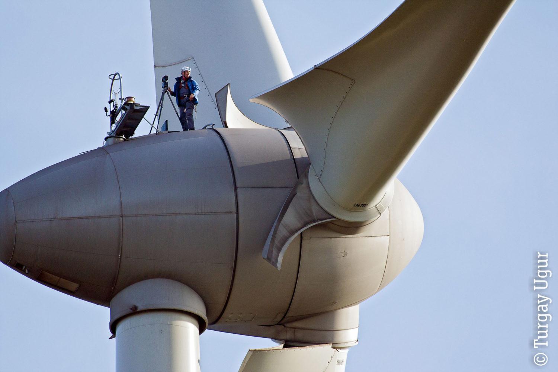 Ulrich Mertens bei der Arbeit auf einer Windmühle