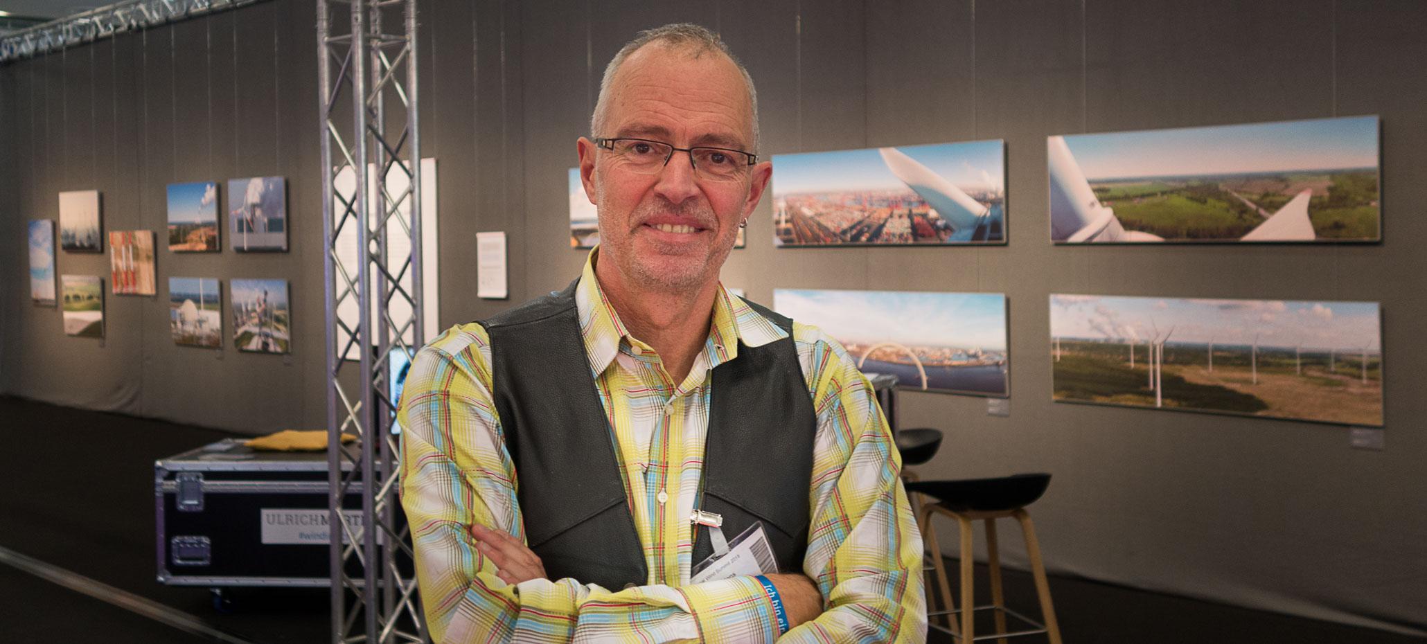 """Ulrich Mertens und seine Ausstellung """"LAND IN SICHT - LANDSCAPE IN TRANSITION"""""""